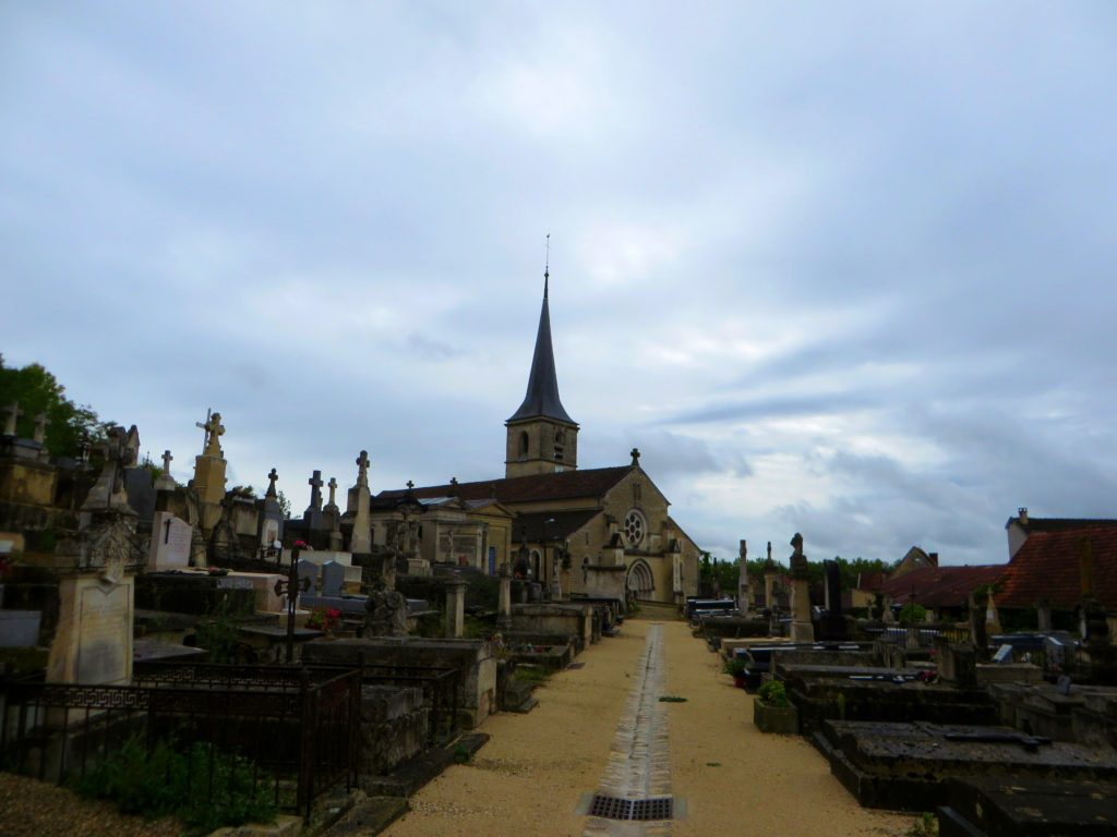 Above the chateau, the cemetery with a chapel from the 1500's.
